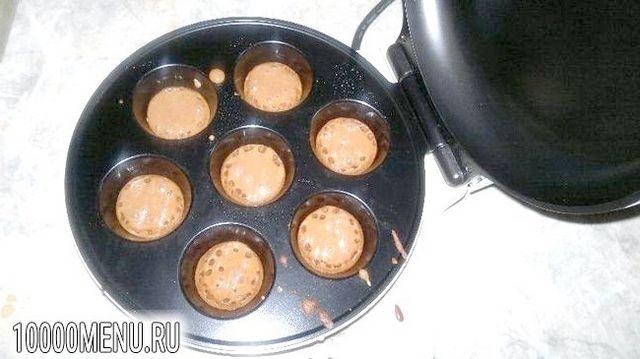 Фото - Двоколірні кекси з шоколадною начинкою - фото 2 кроки