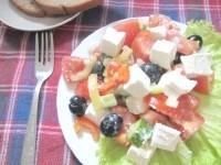 Як приготувати грецький салат з салакісом - рецепт
