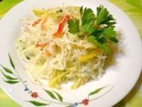 Як приготувати капустяний салат з чорною редькою і перцем - рецепт
