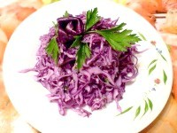 Як приготувати капустяний салат з часником і сметаною - рецепт