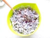 Як приготувати капустяний салат з ніжною заправкою - рецепт