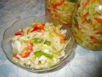 Як приготувати капустяний салат з перцем і морквою - рецепт