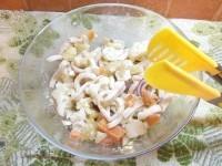 Як приготувати картопляний салат з кальмаром - рецепт