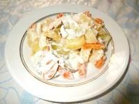 Як приготувати картопляний салат з огірками та морквою - рецепт