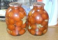 Як приготувати консервовані помідори простіше простого - рецепт