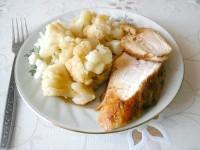 Як приготувати курячу грудку з гарніром з цвітної капусти - рецепт