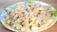 Як приготувати курячий салат з чарівною заправкою - рецепт
