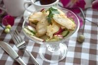 Як приготувати легкий салат з редискою і курочкою - рецепт