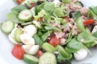 Як приготувати легкий салат з тунцем - рецепт