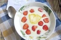 Як приготувати манну кашу з полуницею - рецепт