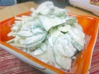 Як приготувати огірковий салат з селерою - рецепт