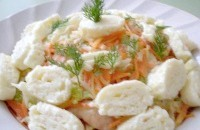 Як приготувати гострий салат з куркою і омлетом - рецепт