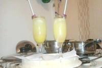 Як приготувати освіжаючий коктейль з лимонним лікером? рецепт