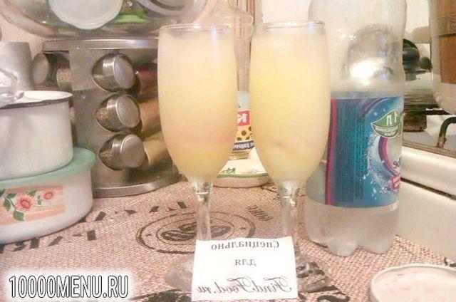 Фото - Освіжаючий коктейль з лимонним лікером - фото 3 кроки