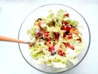Як приготувати овочевий салат з пекінською капустою - рецепт