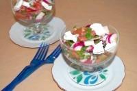 Як приготувати овочевий салат з помідорами і фетою - рецепт
