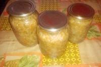 Як приготувати овочевий салат з рисом на зиму - рецепт