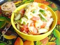Як приготувати овочевий салат з теплим картоплею - рецепт