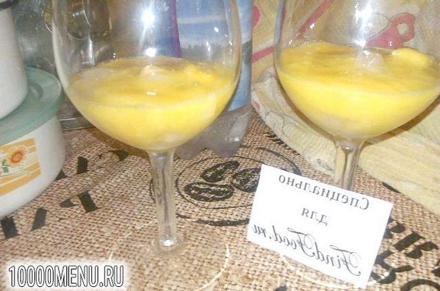 Фото - Персиковий коктейль з малиновим лікером - фото 3 кроки
