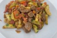 Як приготувати пікантну яловичину з овочами - рецепт