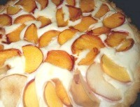 Як приготувати пиріг з персиками і сирним кремом - рецепт