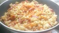 Як приготувати підливу до макаронів з ковбаскою і гірчицею - рецепт