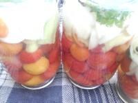 Як приготувати помідорчики консервовані - рецепт