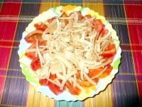 Як приготувати помідорно-цибулевий салат - рецепт