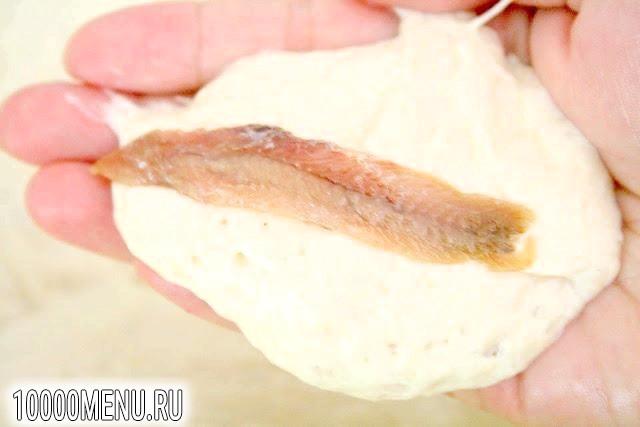 Фото - Пончики з анчоусами - фото 3 кроки