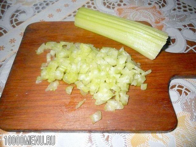 Фото - Рулет на основі лаваша з ковбасою і селерою - фото 2 кроки