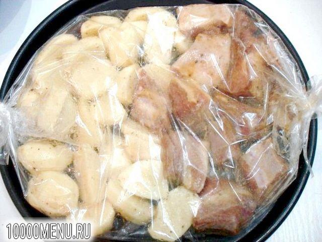 Фото - Свинячі реберця запечені з картоплею - фото 10 кроку