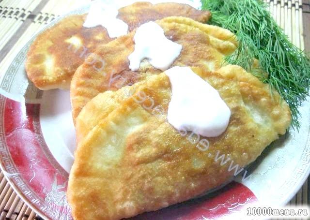 Кулінарний рецепт чебуреки з куркою і зеленню з фото