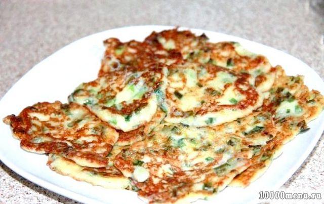 Кулінарний рецепт оладки з цибулею і сиром з фото