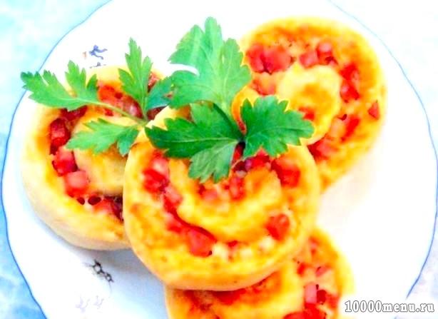 Кулінарний рецепт рулетики-піци з сирного тіста з фото