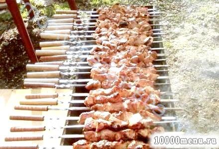 Фото - Шашлик з яловичини на мангалі