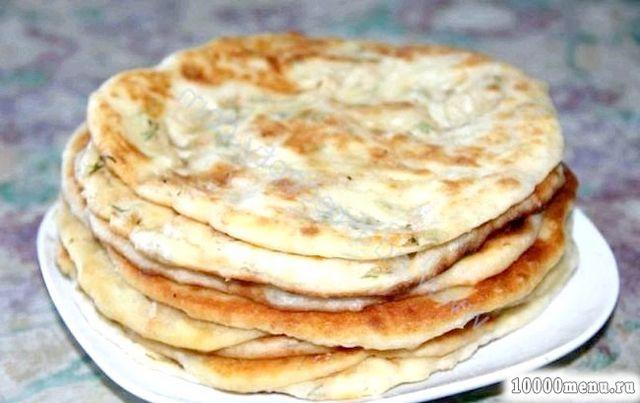 Кулінарний рецепт сирні коржики для сніданку з фото