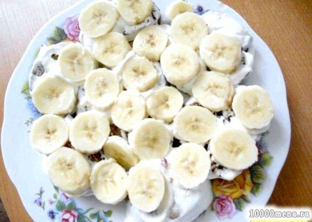 Фото - Зверху шар бананів.
