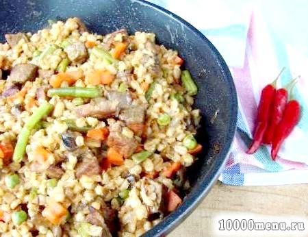 Рецепт перловка з яловичиною та овочевою сумішшю з фото